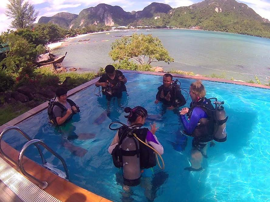 Women's Dive Day 2016 divemaster training koh phi phi