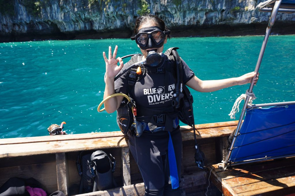 diver diving courses phi phi island thailand